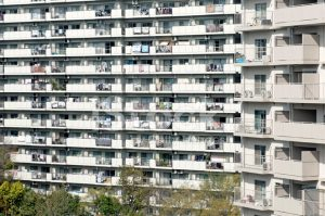 25093806 apartment buildings in japanese city 300x199 - 当サイトの概要
